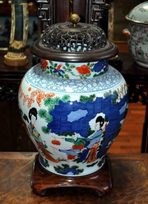 Chinese Porcelain Jar W. Wood Cover & Base