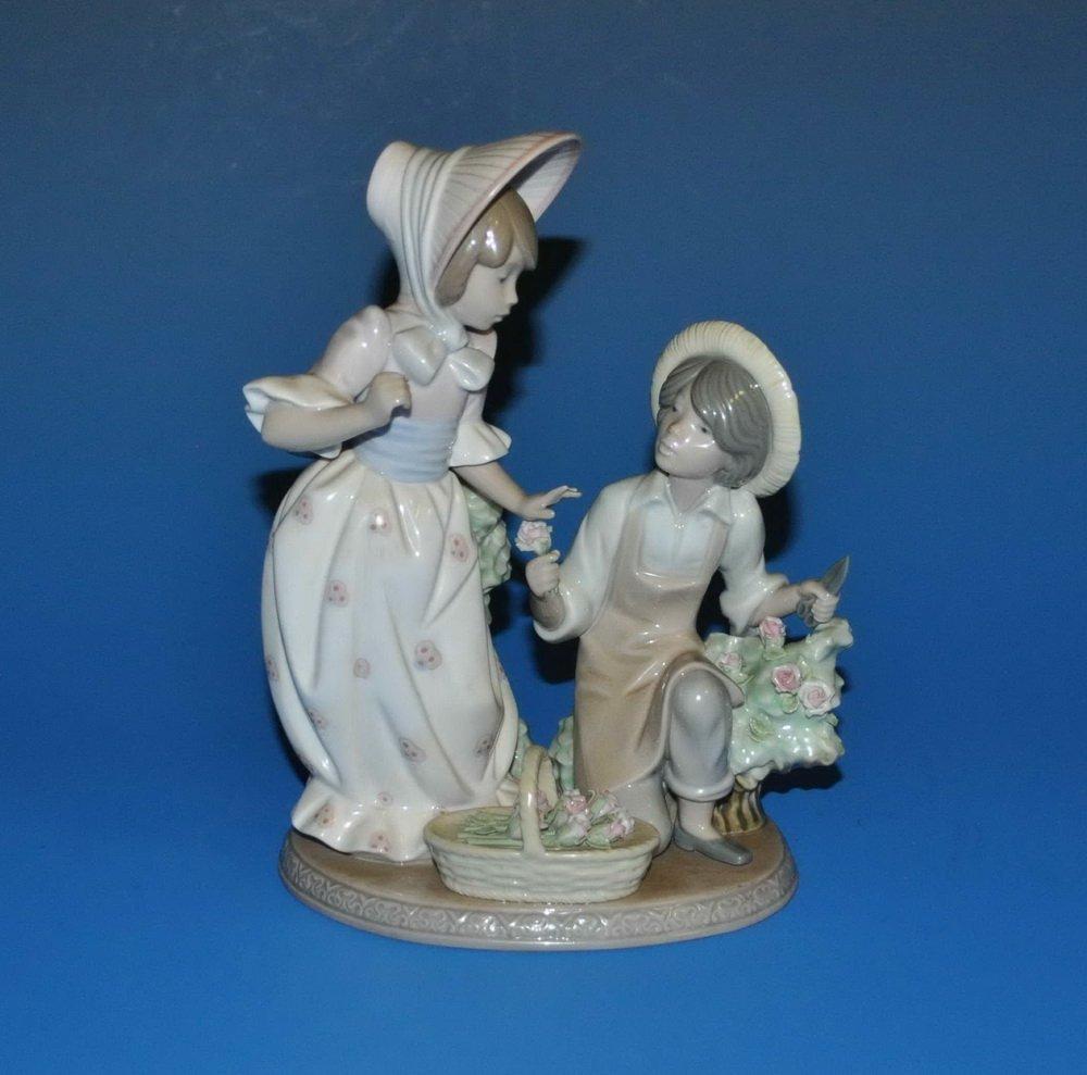 Lladro Porcelain Statue #5453