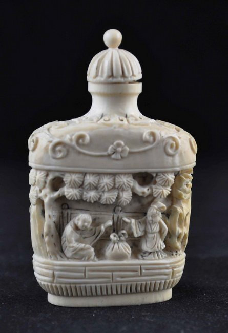 Chinese Antique Carved Ivory Snuff bottle