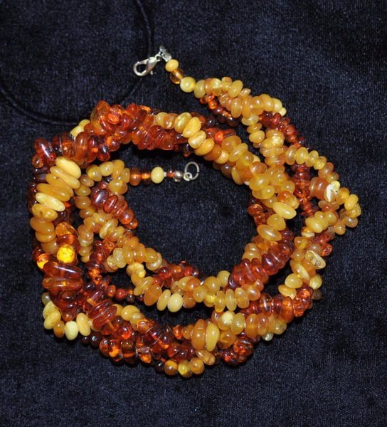 VINTAGE ANTIQUE BALTIC AMBER BEAD NECKLACE