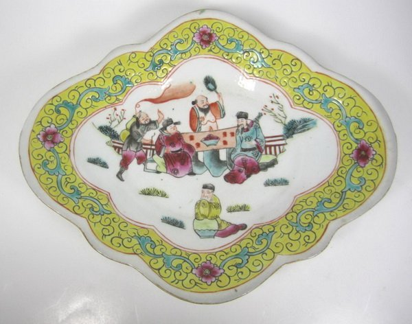 CHINESE FAMILLE ROSE DISH - 2