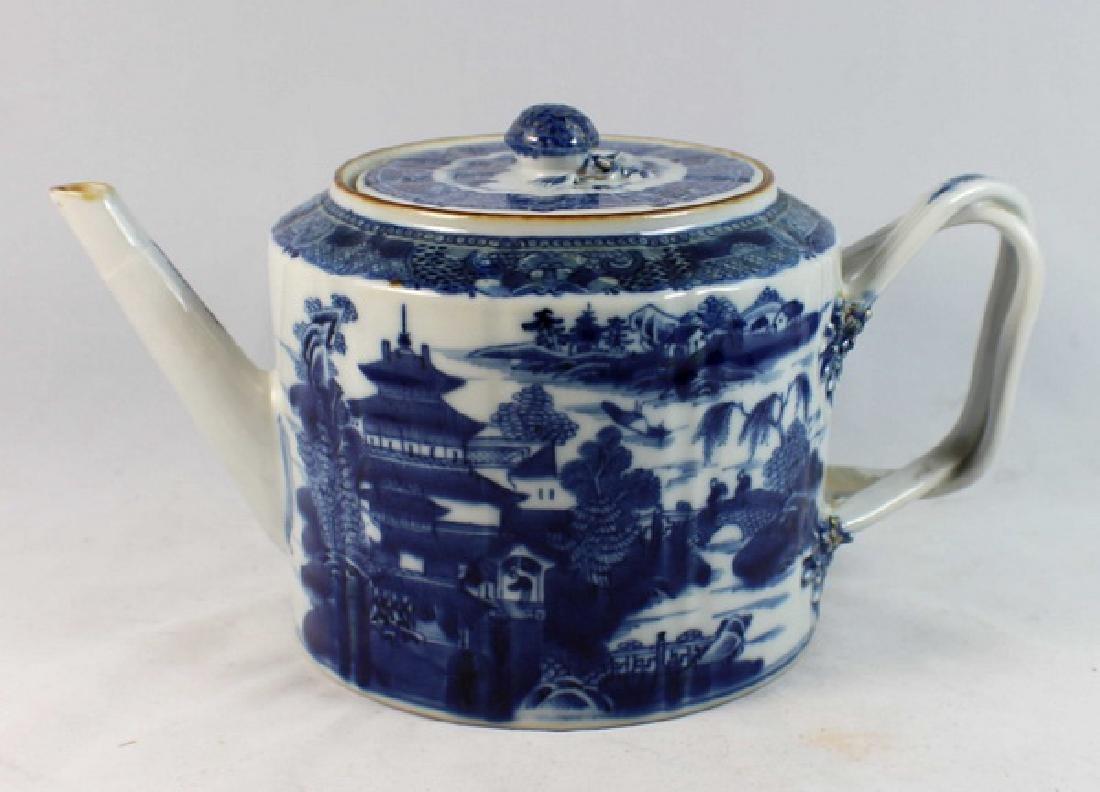 Antique Chinese Export Porcelain Tea Pot