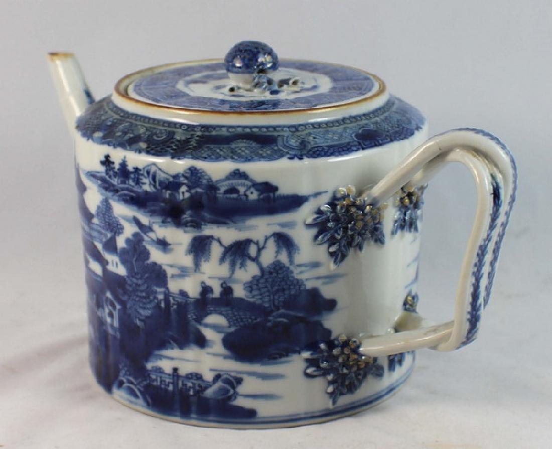 Antique Chinese Export Porcelain Tea Pot - 4