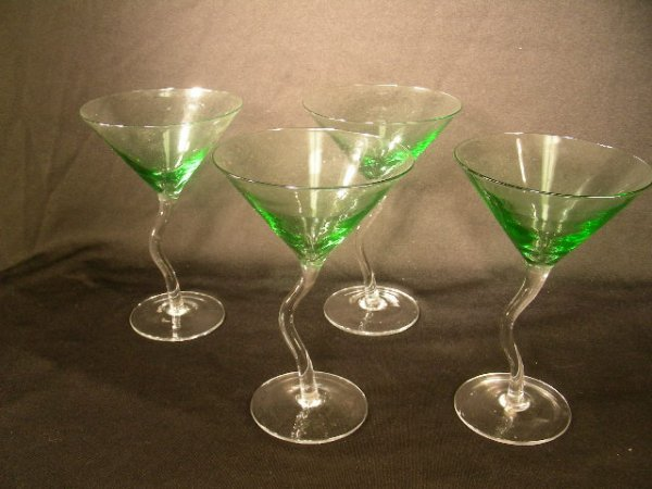 417: SET OF 4 CONTEMPORARY STYLIZED MARTINI GLASSES