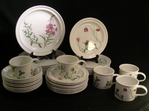 634: PORTMEIRION THE QUEENS HIDDEN GARDEN DISHES 37 PCS