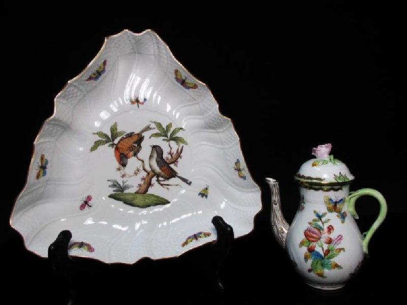 HEREND HUNGARIAN PORCELAIN TEAPOT & TRIANGLE DISH