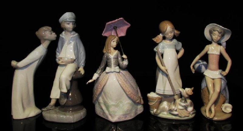 FIVE LLADRO SPANISH PORCELAIN FIGURINES