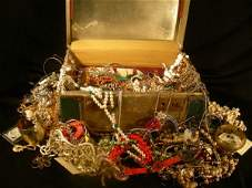 172: GROUP LOT ASSORTED COSTUME JEWELRY