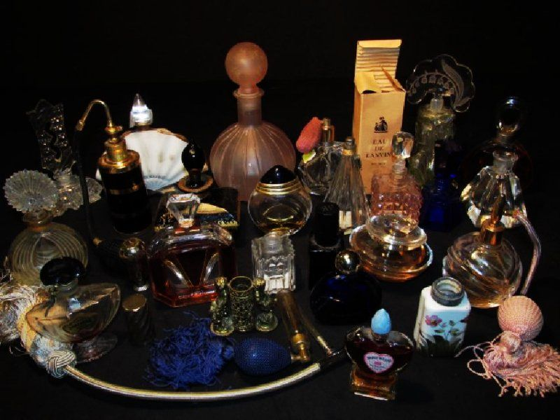 COLLECTION ASSORTED VINTAGE PERFUME BOTTLES