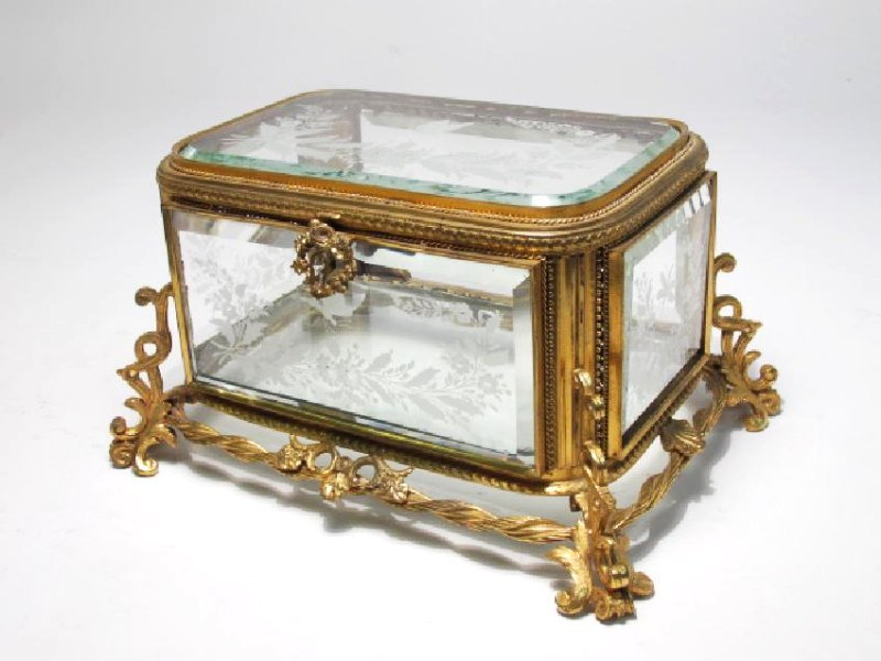 ANTIQUE FRENCH BRONZE MOUNTED ETCHED CRYSTAL BOX
