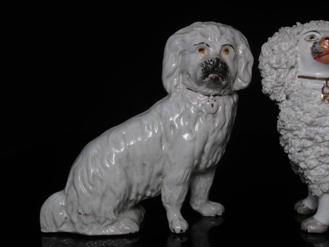 THREE 19TH C STAFFORDSHIRE PORCELAIN SEATED DOGS - 2