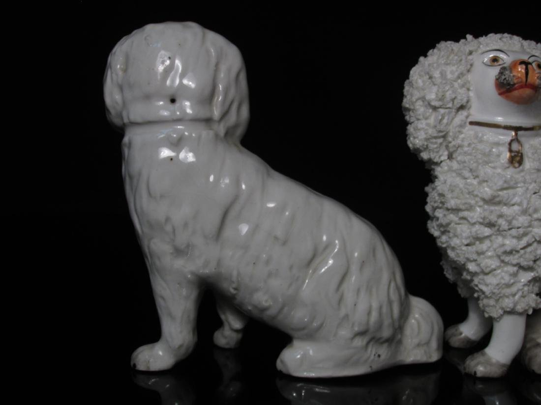 THREE 19TH C STAFFORDSHIRE PORCELAIN SEATED DOGS - 3