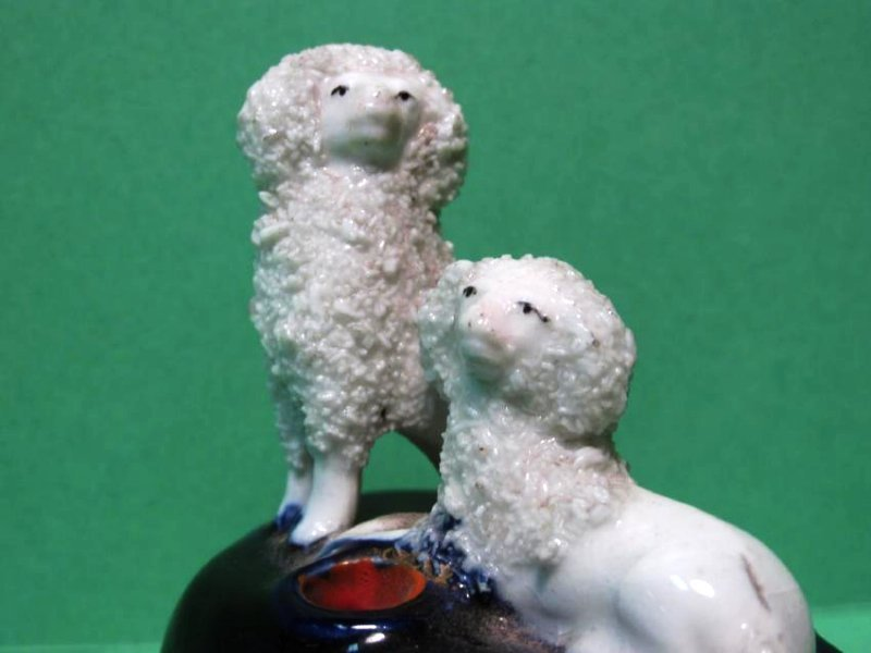 TWO MINIATURE STAFFORDSHIRE PORCELAIN INKWELLS - 3
