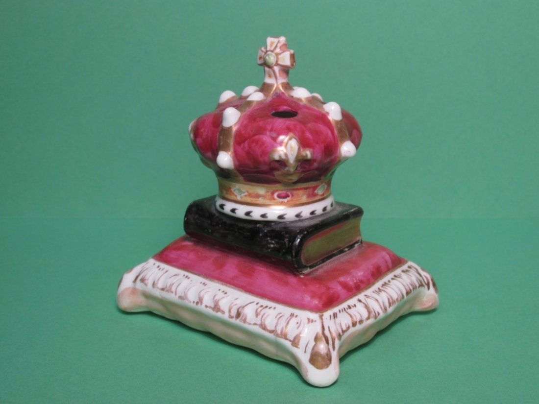 19TH C STAFFORDSHIRE CROWN & BOOK PEN HOLDER