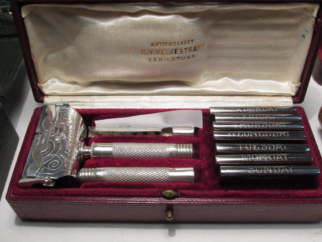 EIGHT VINTAGE SE SAFETY RAZORS: AELDIN, DIME, ETC. - 8