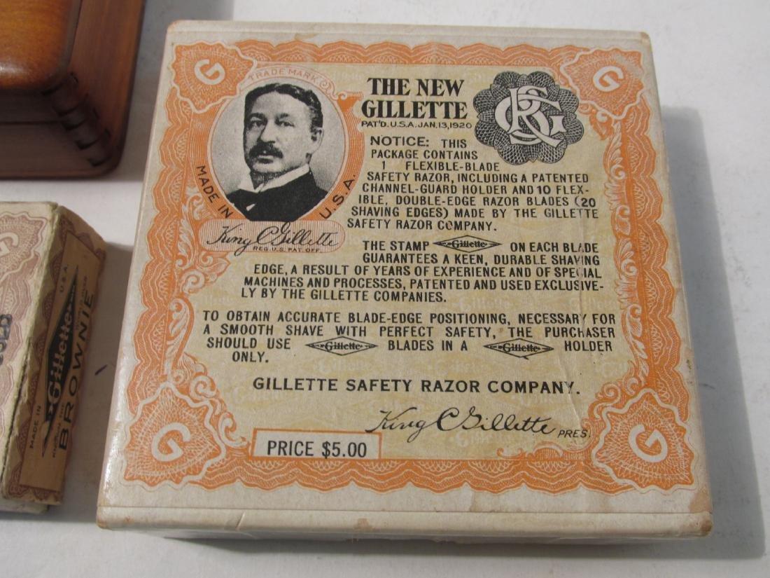 FIVE VINTAGE GILLETTE COLLECTABLE SAFETY RAZORS - 7