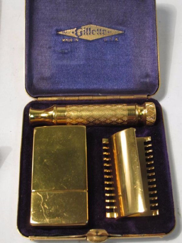 FIVE VINTAGE GILLETTE COLLECTABLE SAFETY RAZORS - 4