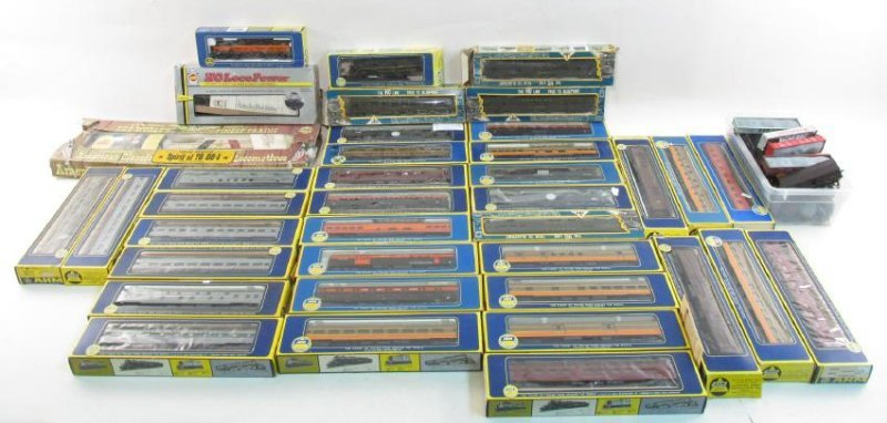 ASSORTED VINTAGE AHM HO GAUGE SCALE MODEL TRAINS