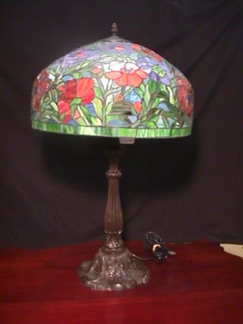 367: TIFFANY STYLE STAINED GLASS TABLE LAMP