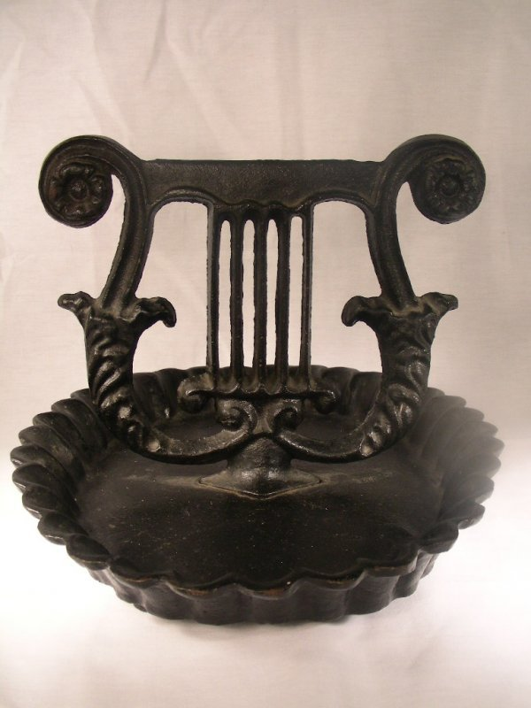 403: ANTIQUE CAST IRON MUSIC LYRE BOOT SCRAPE
