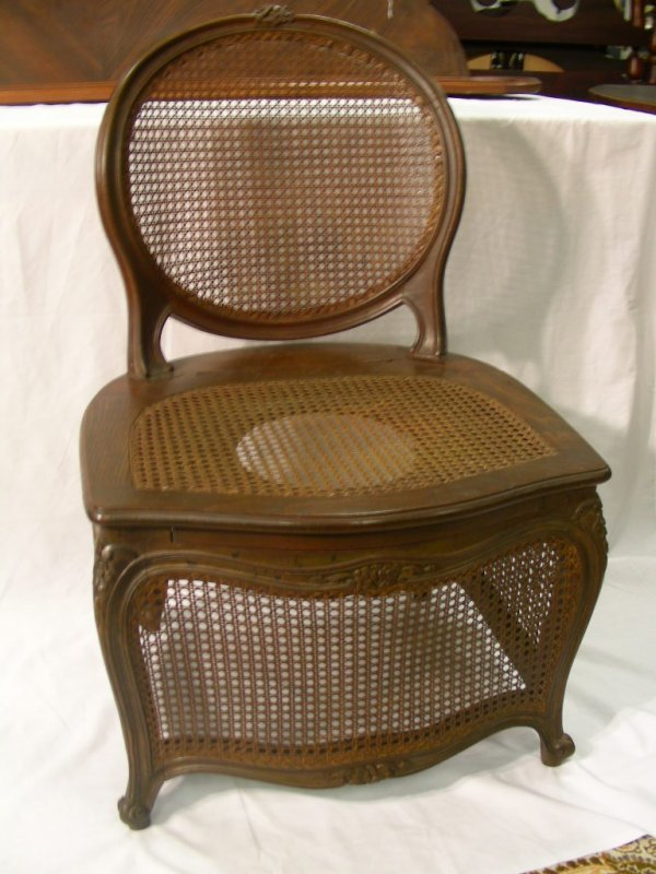 950: UNUSUAL FRENCH PROVINCIAL OAK COMMODE CHAIR