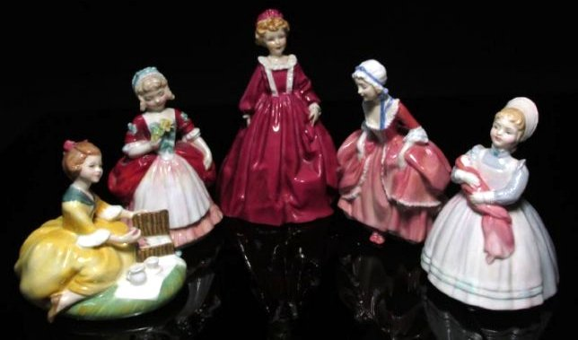 FIVE PORCELAIN FIGURINES ROYAL DOULTON & WORCESTER