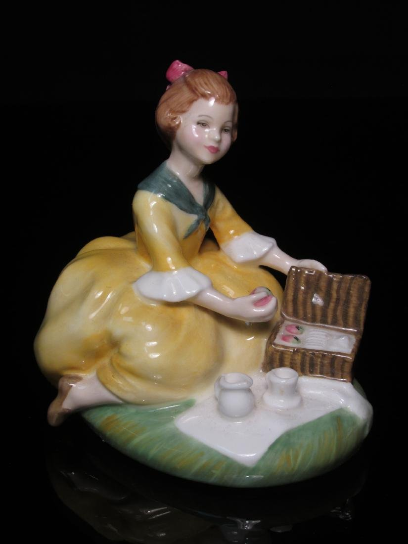FIVE PORCELAIN FIGURINES ROYAL DOULTON & WORCESTER - 4