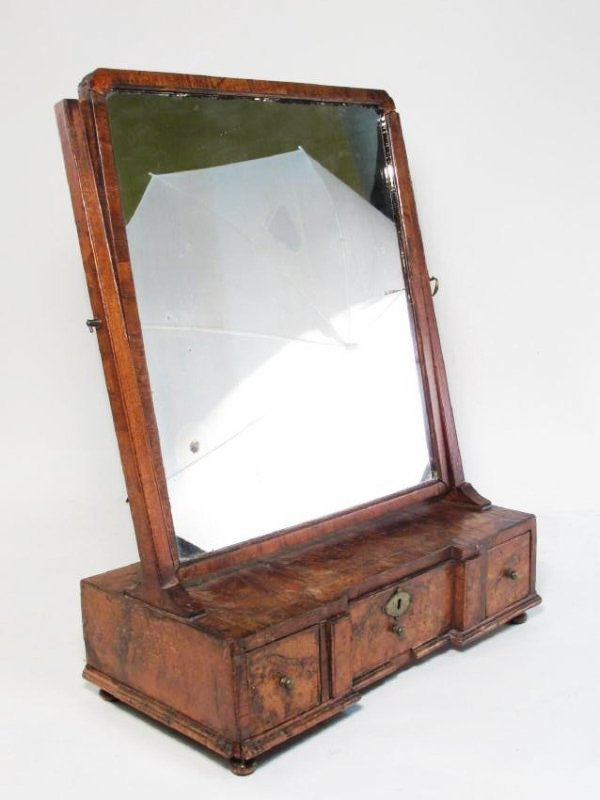 EARLY 19TH CENTURY BURLED WALNUT SHAVING MIRROR