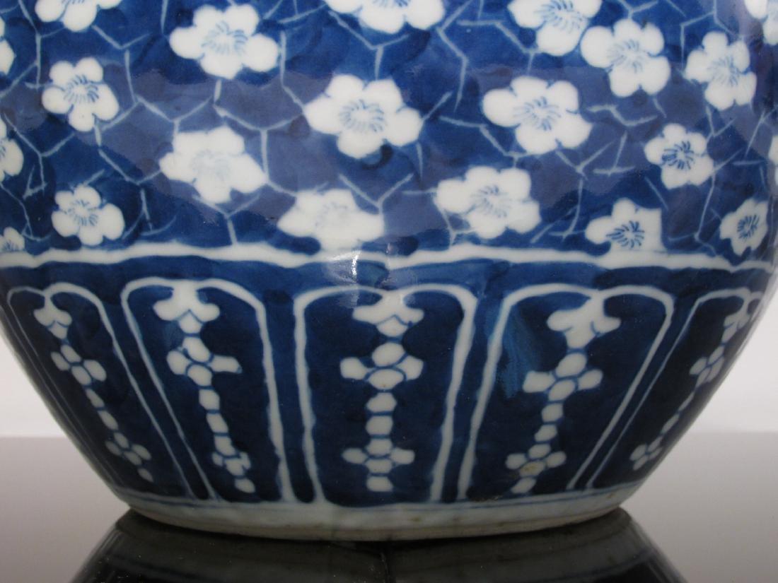CHINESE QING DYNASTY BLUE & WHITE PORCELAIN VASE - 6