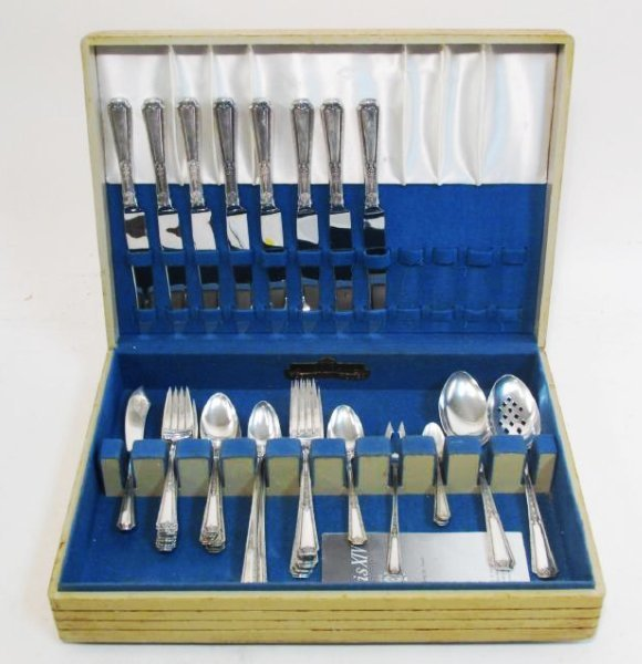"TOWLE ""LOUIS XIV"" STERLING SILVER FLATWARE FOR EIG"