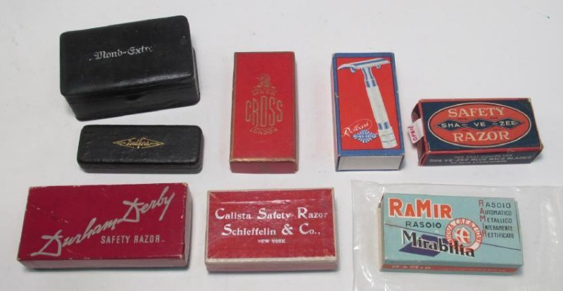 EIGHT ASSORTED VINTAGE SAFETY RAZORS: MOND-EXTRA