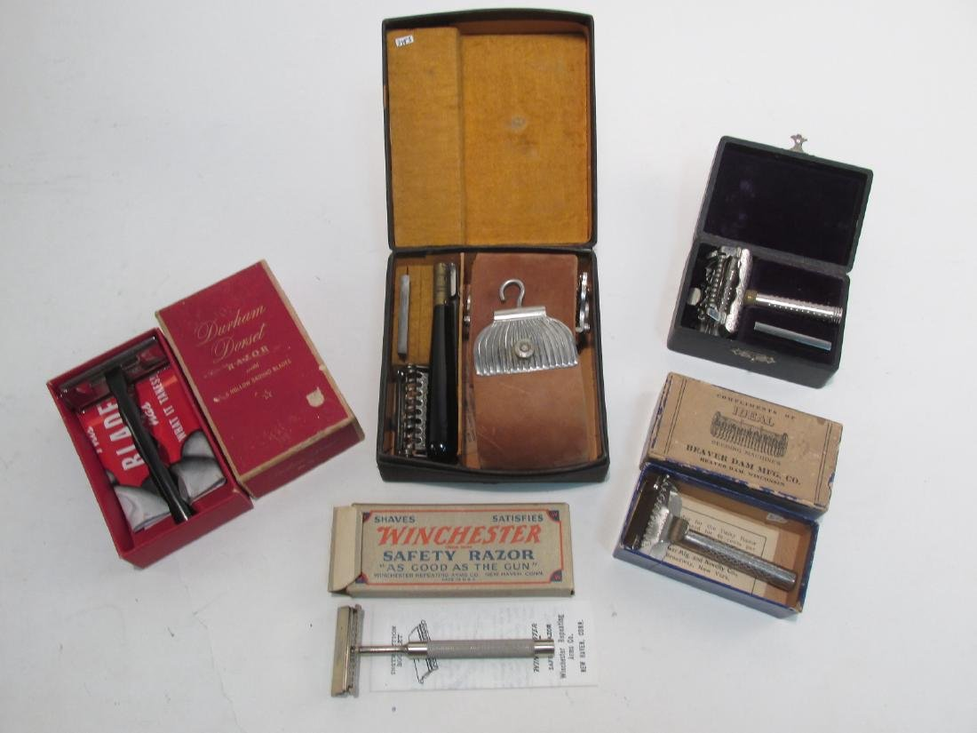 FIVE ASSORTED VINTAGE SAFETY RAZORS: FOX, WINCHETS