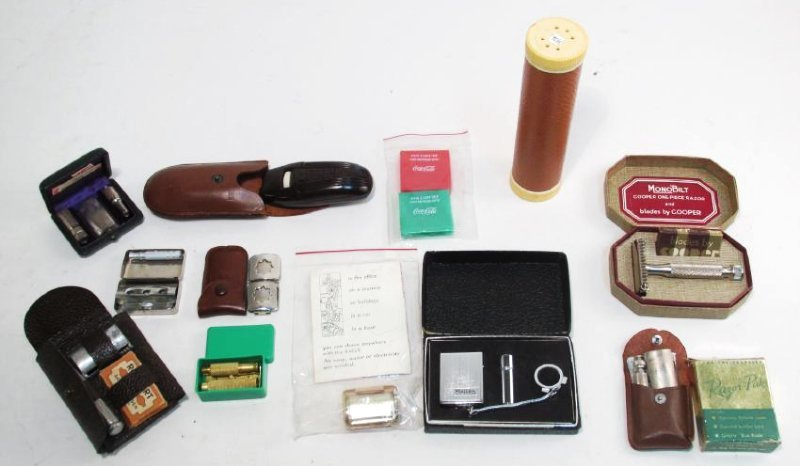 ASSORTED VINTAGE TRAVEL SAFETY RAZORS