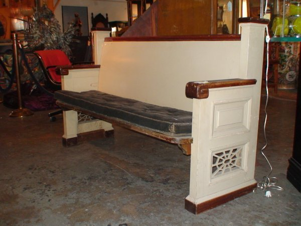 252: EARLY 20TH CENTURY MISSION STYLE CHURCH PEW BENCH