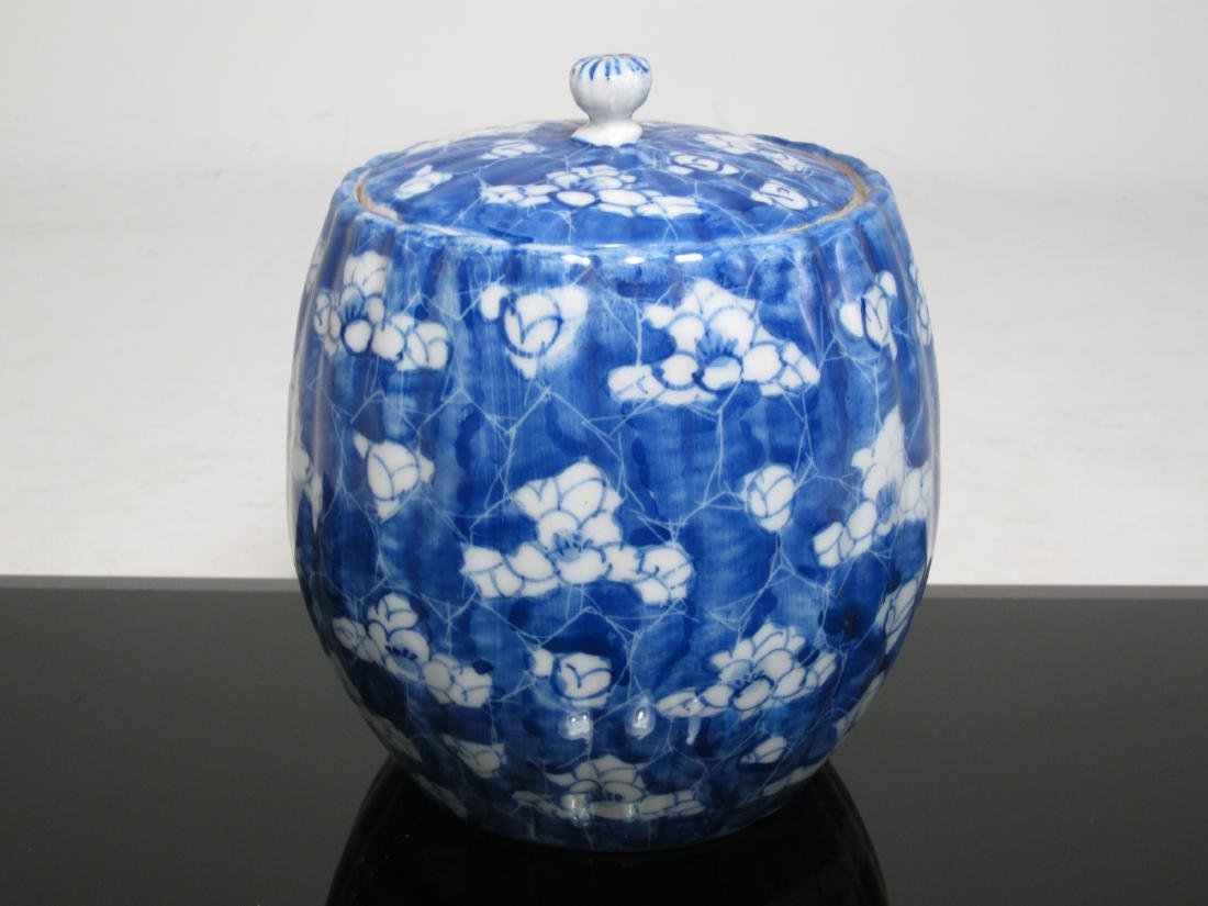 RARE CHINESE QING DYNASTY PORCELAIN COVERED POT