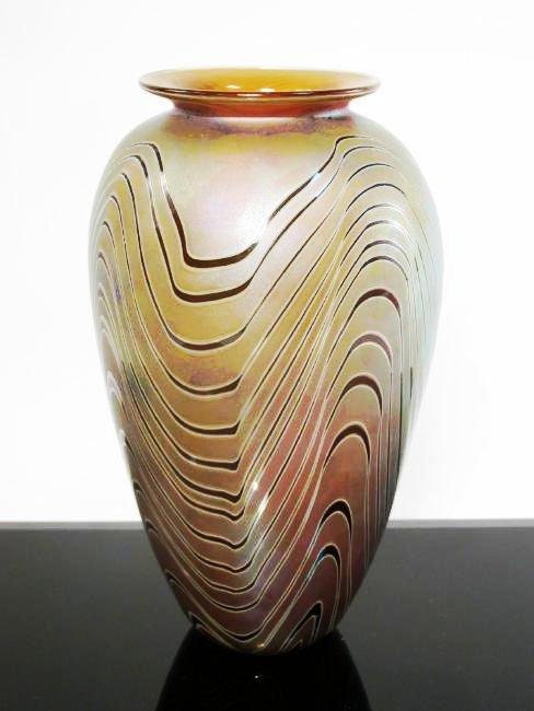 CRAIG ZWEIFEL IRIDESCENT PULLED ART GLASS VASE 7.5