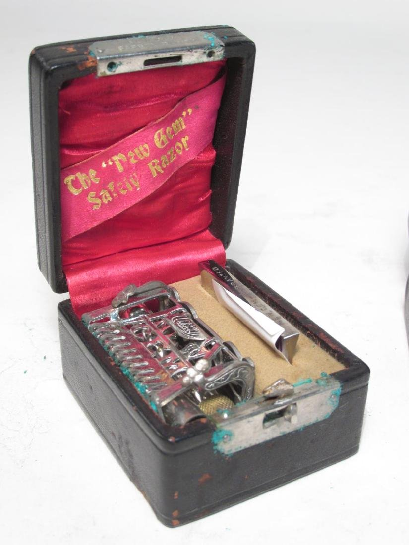 FIVE VINTAGE BOXED GEM SINGLE EDGE SAFETY RAZORS - 2