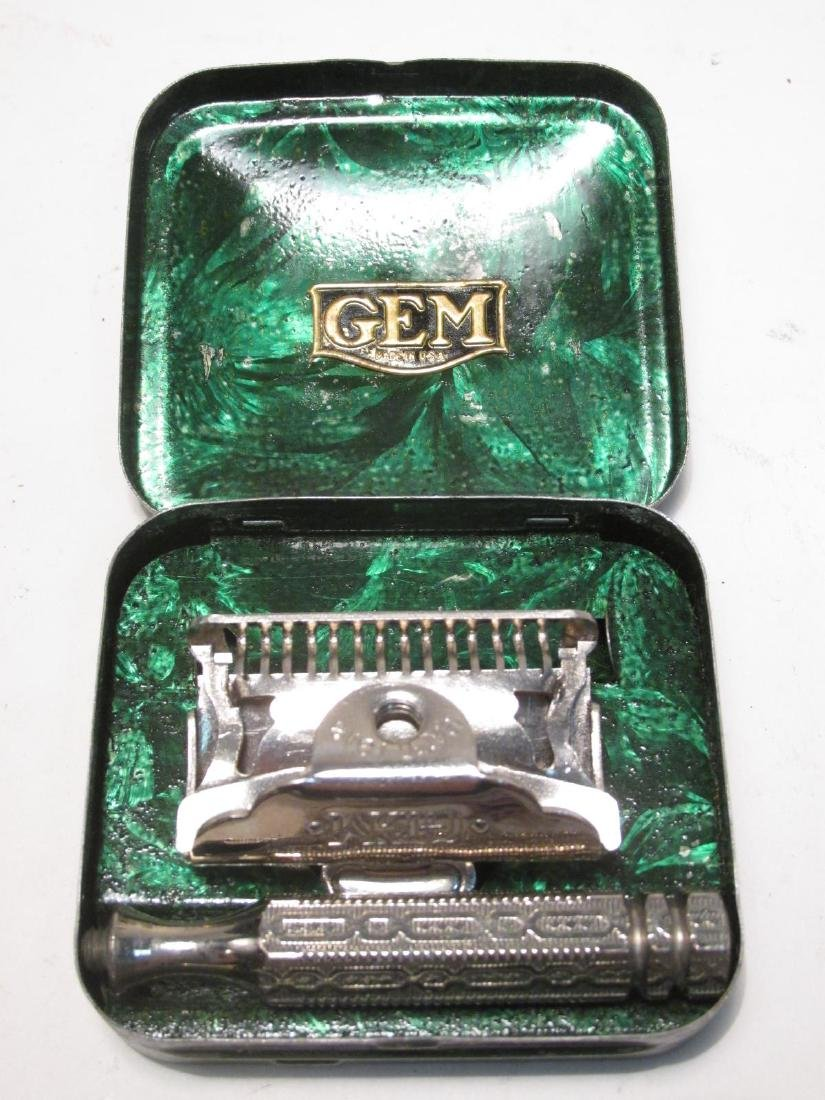 FIVE VINTAGE BOXED GEM SINGLE EDGE SAFETY RAZORS - 4