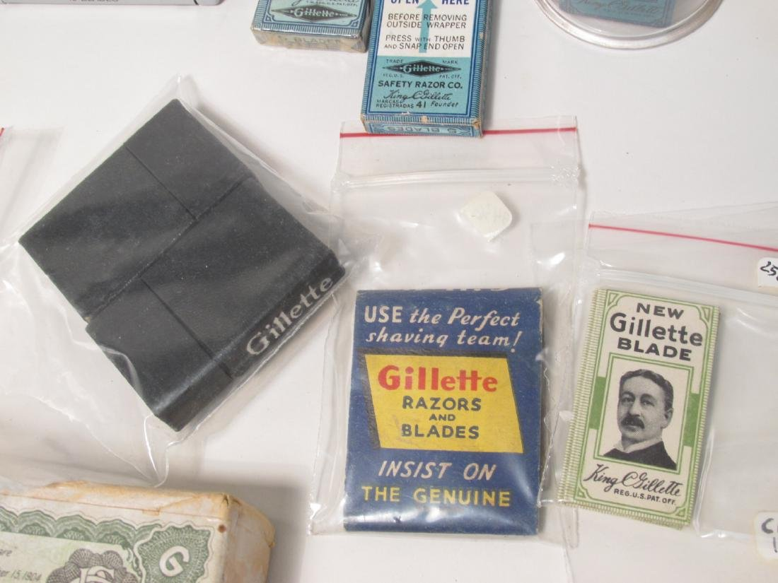 ASSORTED VINTAGE GILLETTE SAFETY RAZOR BLADES - 9