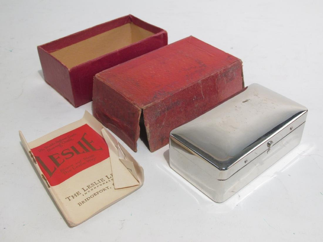 THREE VINTAGE LESLIE NEAR MINT SAFETY RAZORS - 8