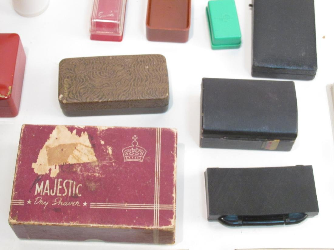 ASSORTED VINTAGE EMPTY SAFETY RAZOR BOXES/CASES - 5