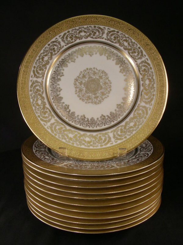 920: BEAUTIFUL RAISED GOLD IVORY SERVICE PLATES 12pc