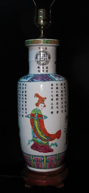 CHINESE FAMILLE ROSE PORCELAIN VASE AS TABLE LAMP