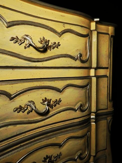 HAND PAINTED FRENCH STYLE CHEST OF DRAWERS - 2