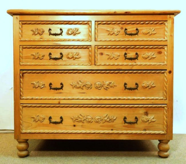 SMALL CARVED PINE WOOD CHEST OF DRAWERS