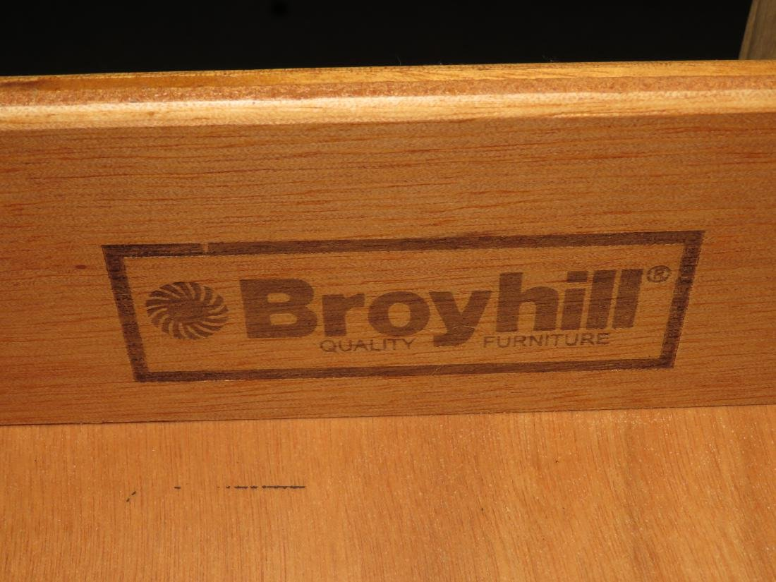 PAIR WOODEN 3 DRAWER BROYHILL NIGHTSTAND CHEST - 5