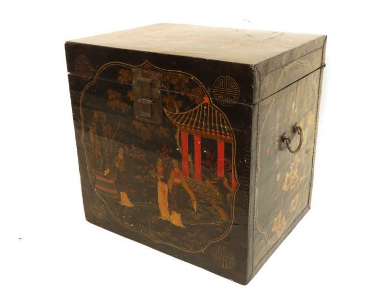 ANTIQUE JAPANESE LACQUERED STORAGE BOX
