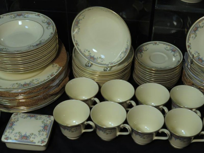 "ROYAL DOULTON ""JULIET"" DINNERWARE SERVICE FOR 12 - 8"
