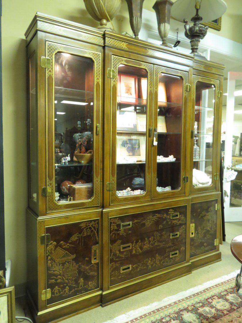 LARGE DREXEL HERITAGE CHINOISERIE BREAKFRONT