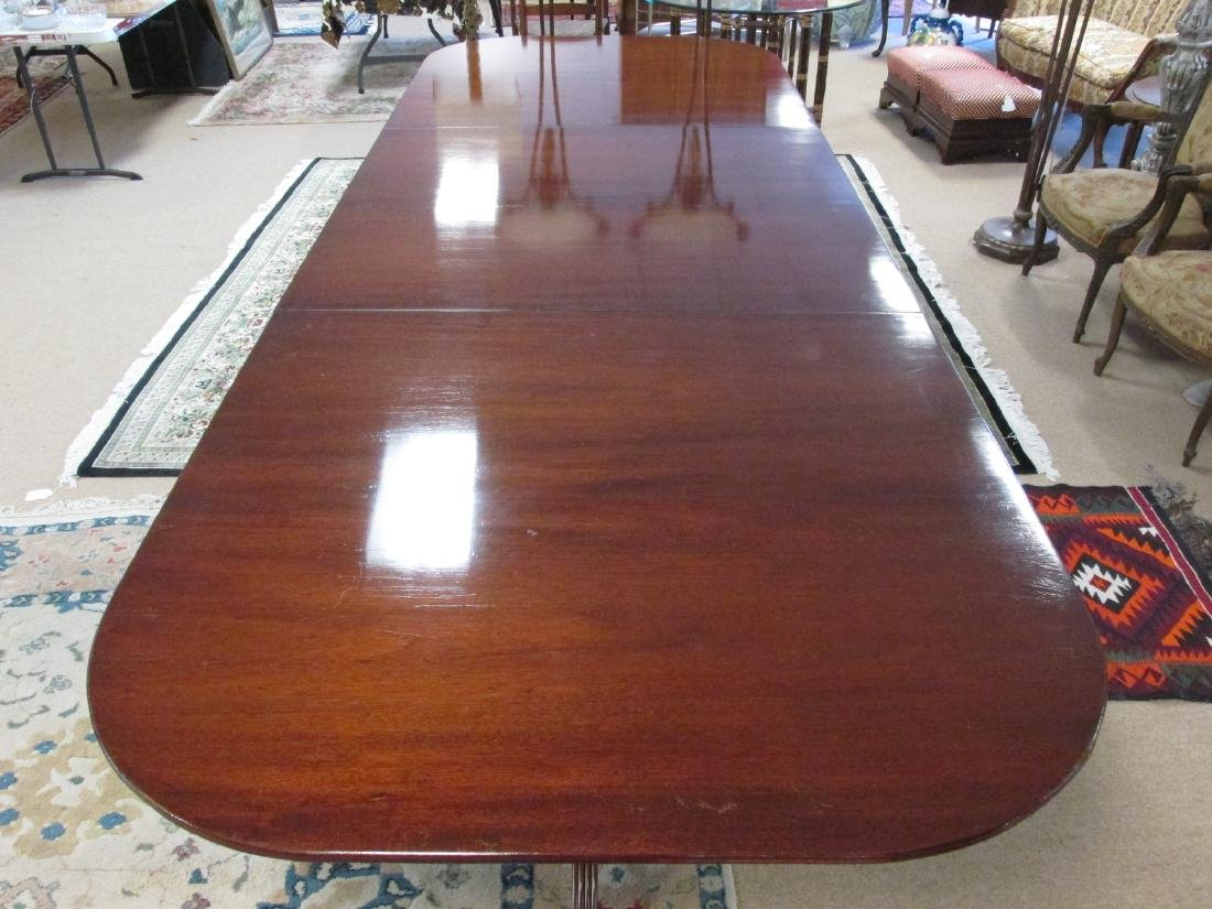 EARLY 20TH C DUNCAN PHYFE STYLE DINING TABLE - 3